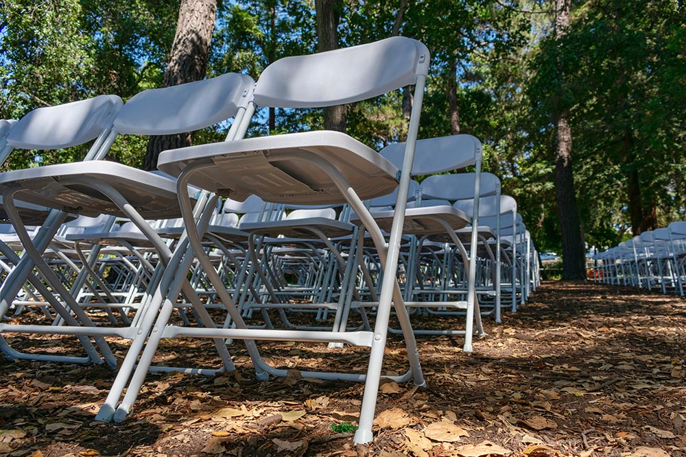 folding plastic or metal chairs